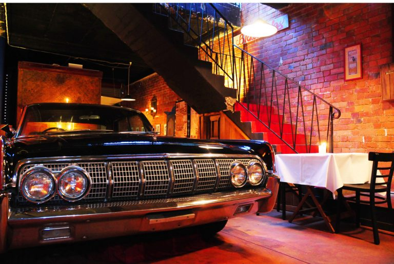 Dinner is served:1968 Lincoln Continental