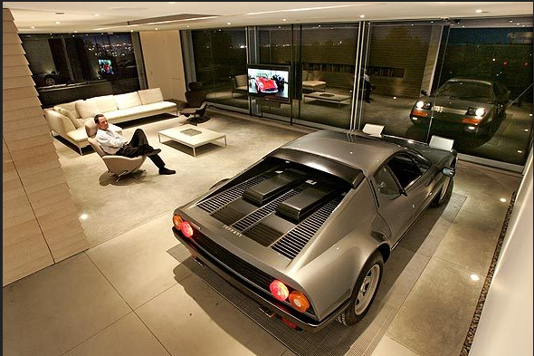 My house, my garage: Ferrari 512 BBi and Holger Schubert