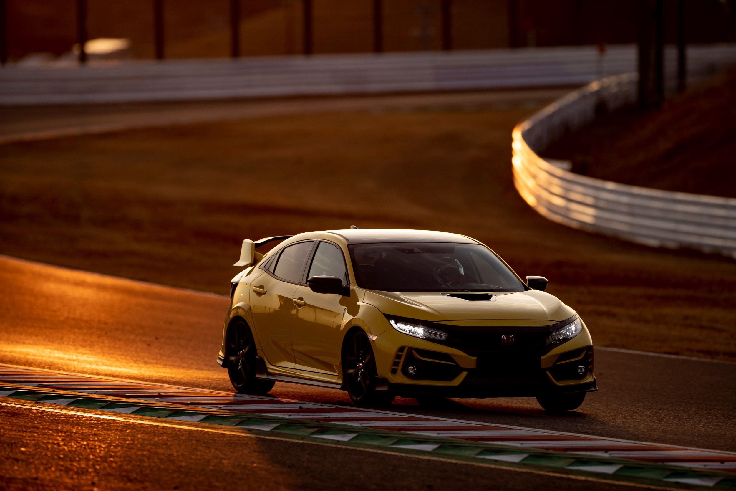 _Honda_Civic_Type_R_Limited_Edition_Suzuka_Circuit